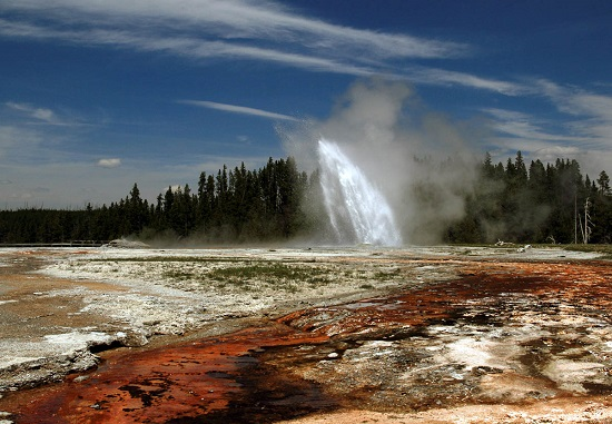 Daisy-Geyser-in-Yellowstone-National-Park